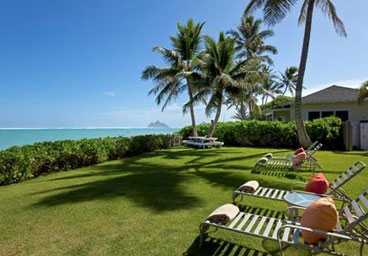 6 Bedroom Rental               on Lanikai Beach